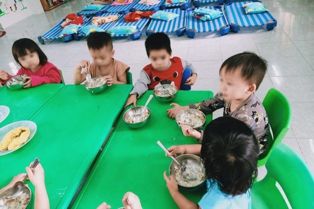 Quảng Ngãi: Phụ huynh tố nhà trường xén khẩu phần ăn của trẻ - 1
