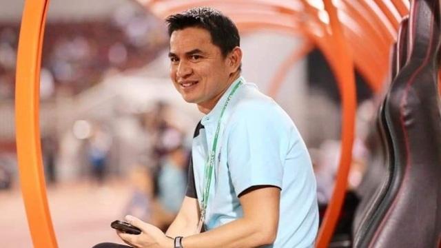 HLV Kiatisuk gây ra bất đồng với giới bóng đá Thái Lan - 1