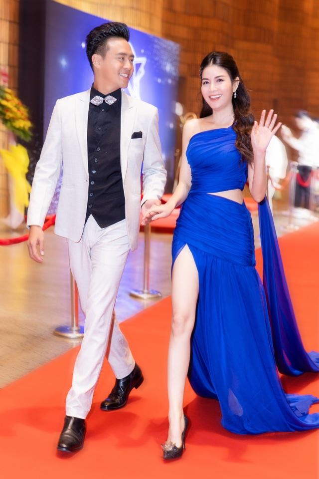Kha Ly rạng ngời sánh bước cùng chồng trên thảm đỏ - 5