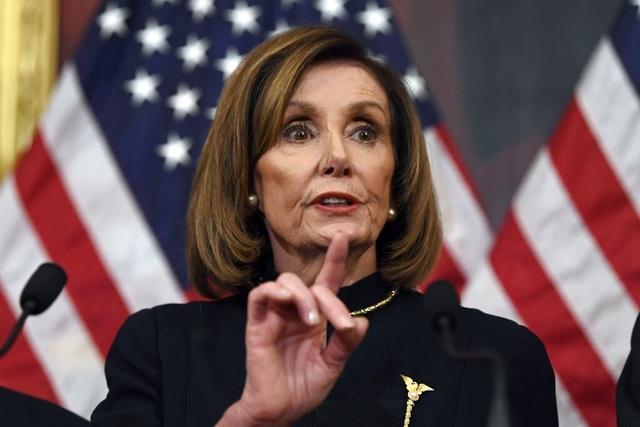 Bà đầm thép Pelosi chỉ trích ông Trump - 1