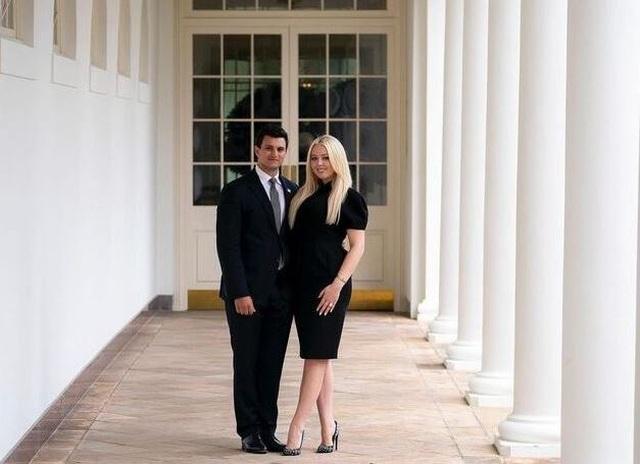 Con gái ông Trump đính hôn trước khi Nhà Trắng đổi chủ - 1