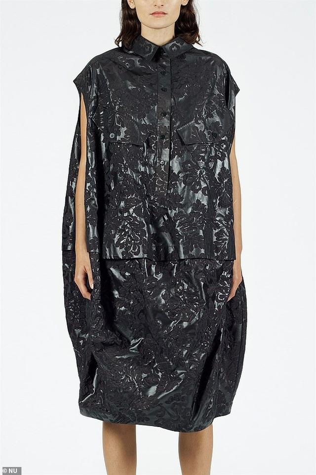 Váy như... túi nhựa đựng rác có giá hơn 15 triệu đồng - 1