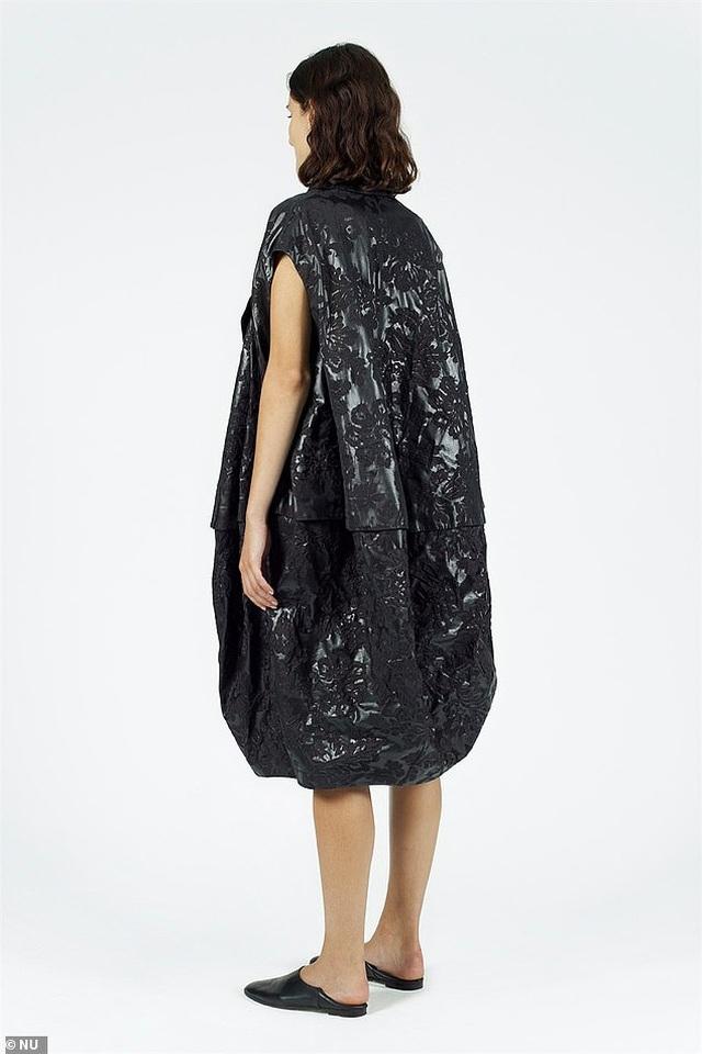 Váy như... túi nhựa đựng rác có giá hơn 15 triệu đồng - 2