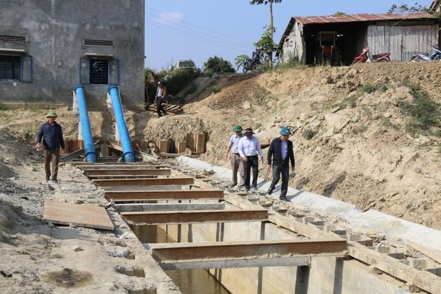 Cả trăm hecta lúa lo chết khát cạnh dự án chống hạn trăm tỷ - 6