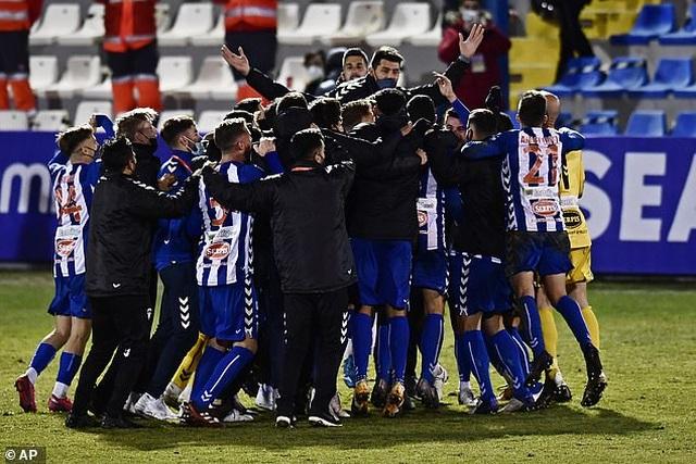 Real Madrid bị đội hạng ba loại khỏi Cúp Nhà vua - 10