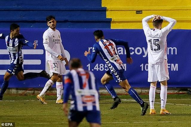 Real Madrid bị đội hạng ba loại khỏi Cúp Nhà vua - 9
