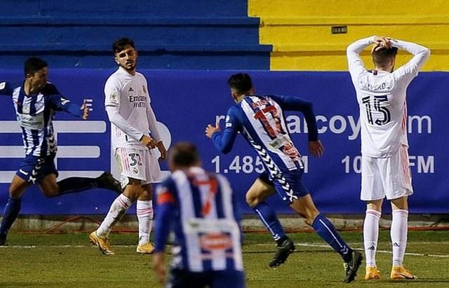 Real Madrid thua sốc trước nhược tiểu, HLV Zidane sẽ bị trảm? - 2