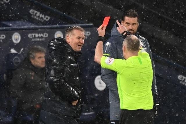 Đánh bại Aston Villa, Man City đua song mã với Man Utd - 1