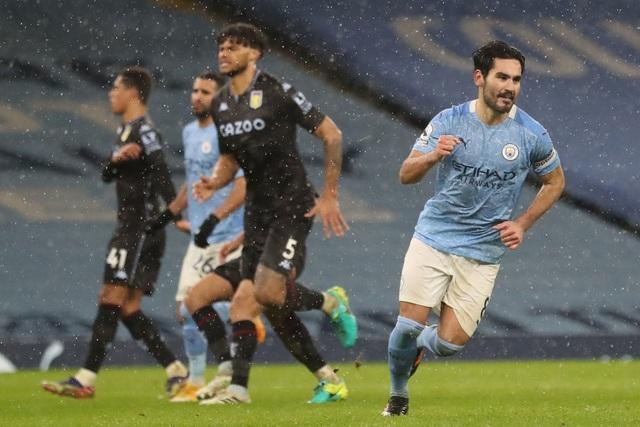 Đánh bại Aston Villa, Man City đua song mã với Man Utd - 2