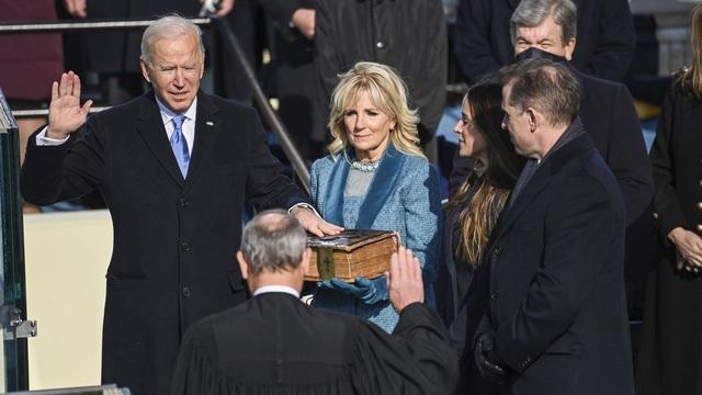 Nhiều nghị sĩ Mỹ mặc áo chống đạn dự lễ nhậm chức của ông Biden - 1
