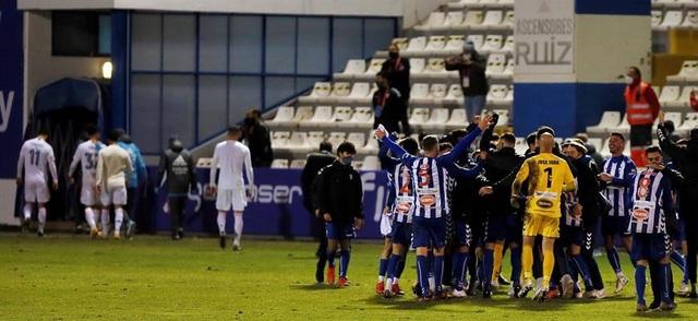 Real Madrid bị đội hạng ba loại khỏi Cúp Nhà vua - 11