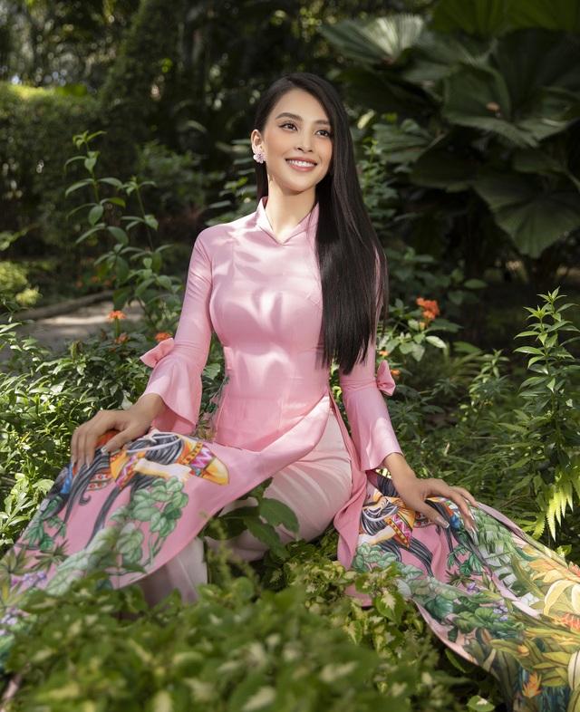 Trần Tiểu Vy tung loạt ảnh áo dài dự đoán trở thành hot trend dịp Tết - 1