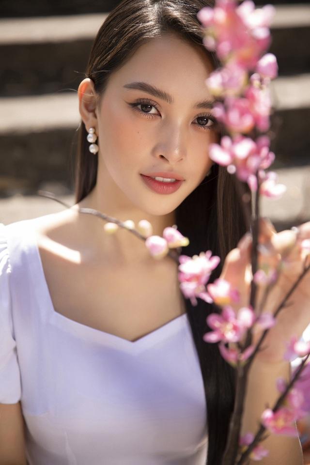 Trần Tiểu Vy tung loạt ảnh áo dài dự đoán trở thành hot trend dịp Tết - 11