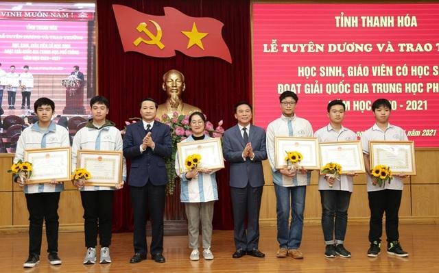 Thanh Hóa: Gần 600 triệu đồng khen thưởng giáo viên, học sinh giỏi quốc gia - 2