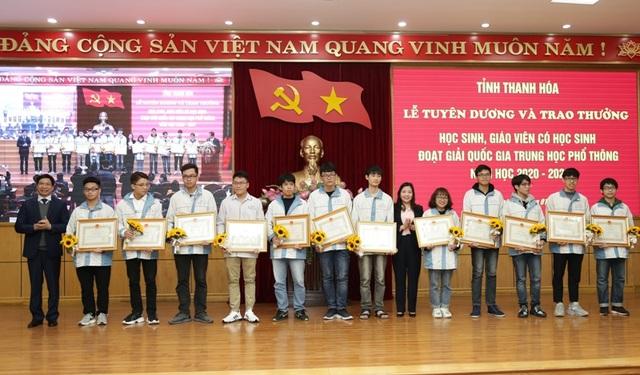 Thanh Hóa: Gần 600 triệu đồng khen thưởng giáo viên, học sinh giỏi quốc gia - 3