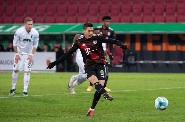 Lewandowski tỏa sáng, Bayern Munich giữ vững ngôi đầu Bundesliga - 1