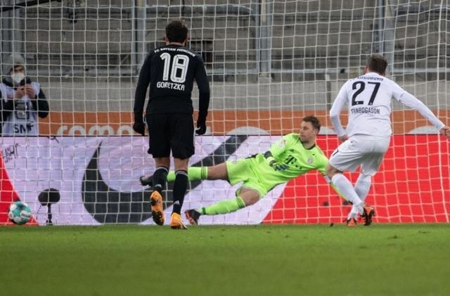 Lewandowski tỏa sáng, Bayern Munich giữ vững ngôi đầu Bundesliga - 3