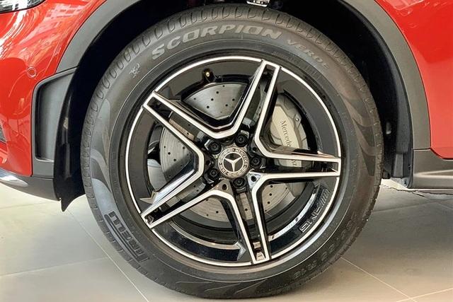 Mercedes GLC 300: Tăng 100 triệu, giảm trang bị khiến khách hàng thắc mắc - 1