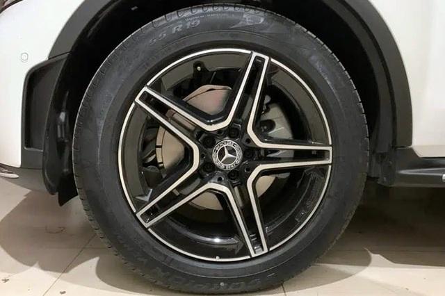 Mercedes GLC 300: Tăng 100 triệu, giảm trang bị khiến khách hàng thắc mắc - 2