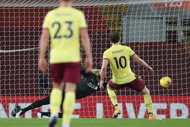 Liverpool thua Burnley tại Anfield bởi quả phạt đền muộn - 2