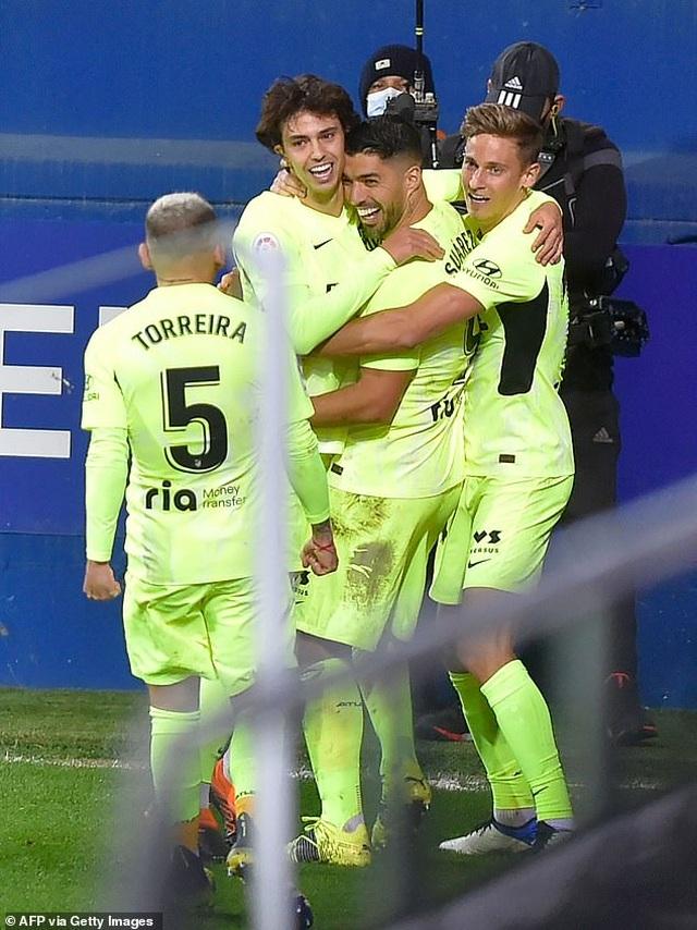 Luis Suarez lập cú đúp, Atletico hơn Real Madrid đến 7 điểm - 10