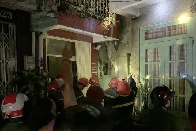 7 người mắc kẹt trong đám cháy ở Sài Gòn - 2