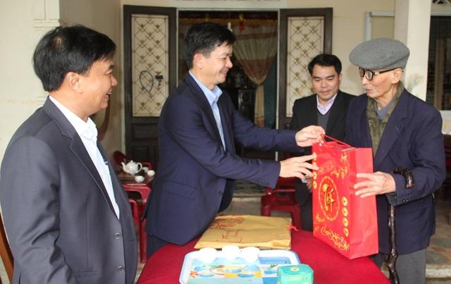 Lãnh đạo tỉnh Quảng Trị tặng quà, chúc Tết đối tượng chính sách, có công - 1
