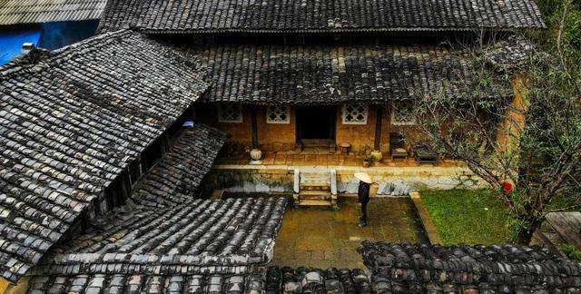 Bên trong nhà cổ trăm tuổi với kiến trúc độc nhất vô nhị ở Hà Giang - 1