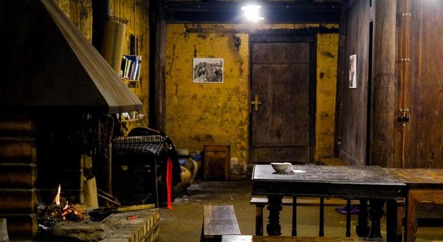 Bên trong nhà cổ trăm tuổi với kiến trúc độc nhất vô nhị ở Hà Giang - 9