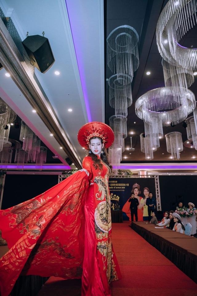 Hoa hậu Thanh Tâm yêu nhất trang phục áo dài - 2