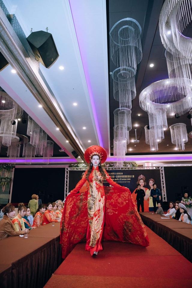 Hoa hậu Thanh Tâm yêu nhất trang phục áo dài - 4