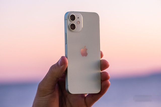Giá bán iPhone 12 và 12 mini chạm đáy tại Việt Nam, người dùng vẫn thờ ơ - 2