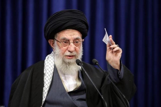 Lãnh tụ tối cao Iran đăng ảnh người giống Trump, thề trả thù - 1