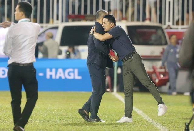 HLV Kiatisuk: HA Gia Lai may mắn thắng SL Nghệ An - 2