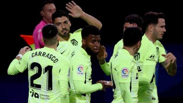 Luis Suarez lập cú đúp, Atletico hơn Real Madrid đến 7 điểm - 9