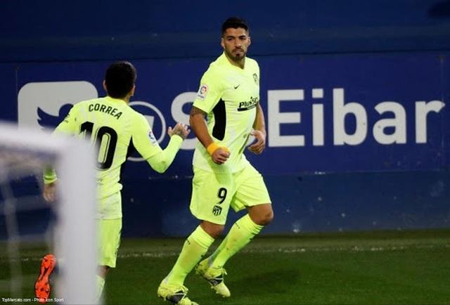 Luis Suarez lập cú đúp, Atletico hơn Real Madrid đến 7 điểm - 8