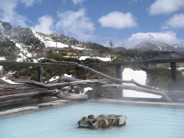 Tắm onsen và trượt tuyết tại ngôi làng gần với những vì sao - 1