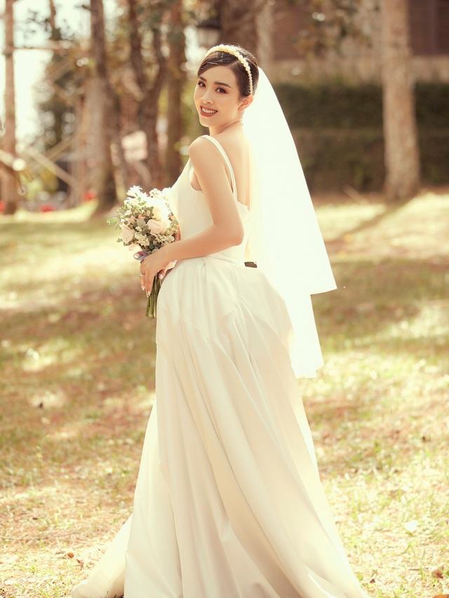Á hậu Thúy An ngọt ngào khóa môi chồng tại Đà Lạt - 3