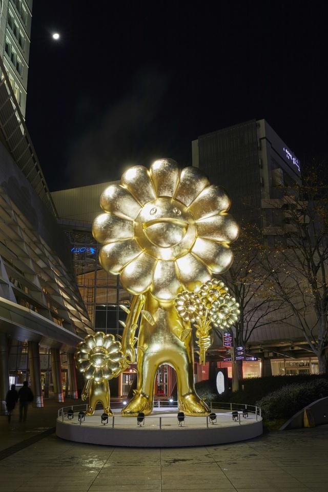 Bức tượng vàng khổng lồ ở Roppongi Hills - 1