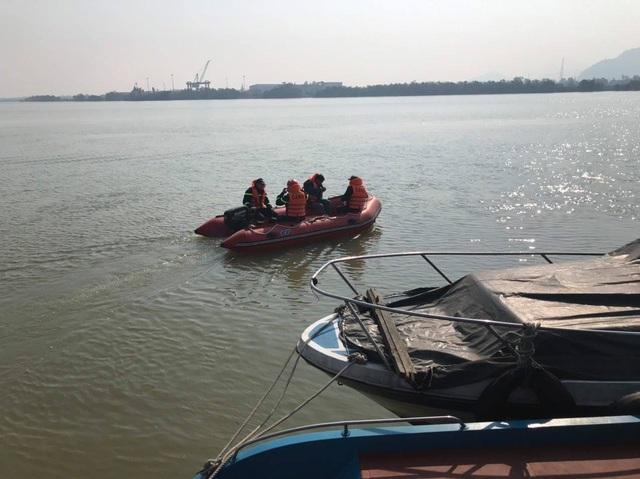 Tìm thấy thi thể người phụ nữ nhảy cầu Bến Thủy tự tử sau 5 ngày - 2