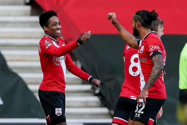 Đương kim vô địch Arsenal thua đắng trên sân Southampton - 1
