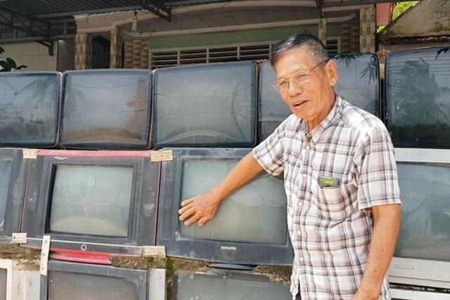Độc lạ những căn nhà Việt có hàng rào được ốp bằng iPhone và tivi - 1