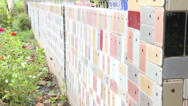 Độc lạ những căn nhà Việt có hàng rào được ốp bằng iPhone và tivi - 3