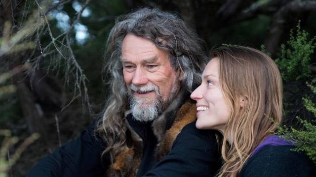 Cuộc sống khó tin của đôi vợ chồng 10 năm sống ẩn mình trong rừng sâu - 1