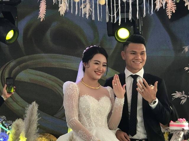 Hậu vệ Phạm Xuân Mạnh đón nàng về dinh - 6