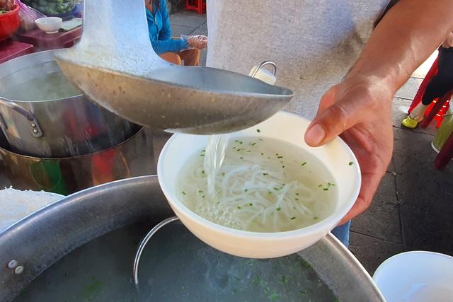 Món bánh canh ngon trứ danh ở Phú Yên, thực khách vừa ăn vừa xuýt xoa - 5