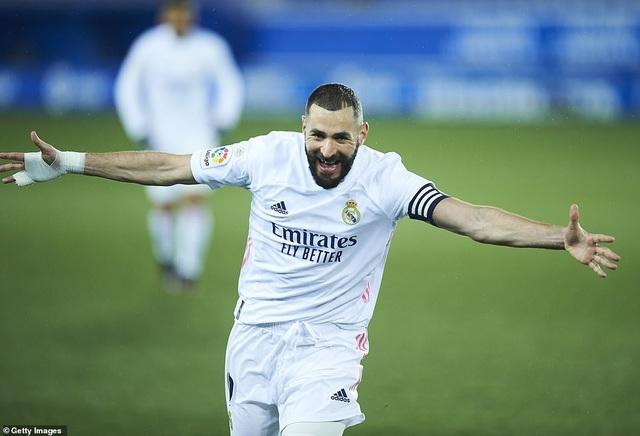 Benzema và Hazard tỏa sáng, Real Madrid gây áp lực lên Atletico - 2