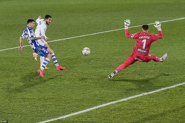 Benzema và Hazard tỏa sáng, Real Madrid gây áp lực lên Atletico - 3