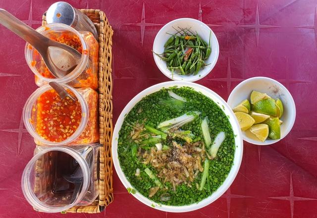Món bánh canh ngon trứ danh ở Phú Yên, thực khách vừa ăn vừa xuýt xoa - 1