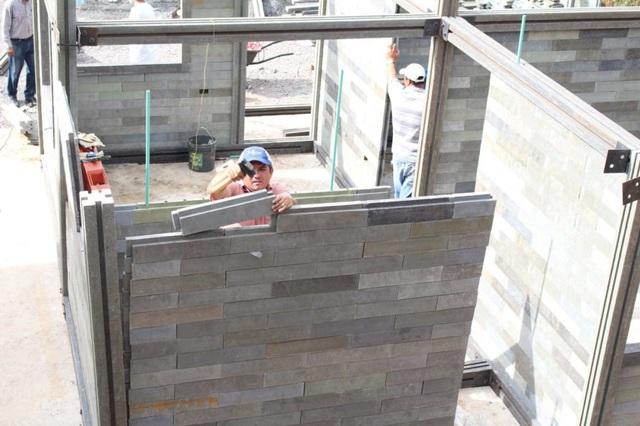 Căn nhà xây trong 5 ngày, chi phí rẻ không ngờ nhờ làm từ gạch... nhựa - 1